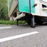 Verhuiswagen met zijdeuren en verhuislift