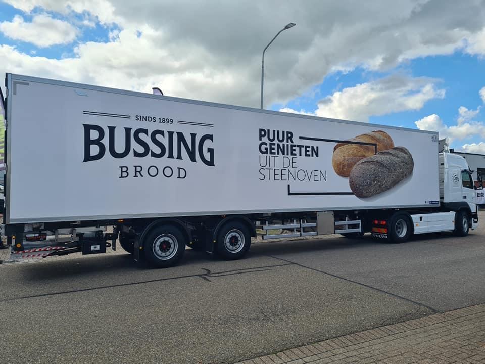 Gestuurde twee-assige vries-oplegger voor Bussing Brood